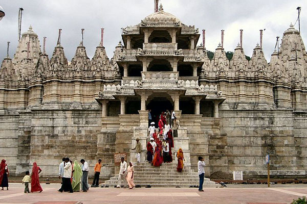 Ranakpur-temple-tourist-places-to-visit-near-udaipur-best-tour-travel-company-in-udaipur